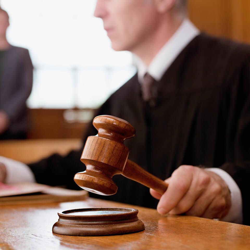Steuer-Anwalt von der betrogenen Ex bei der Steuer aufs Kreuz gelegt